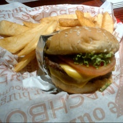 Photo taken at Red Robin Gourmet Burgers by j h. on 2/22/2013
