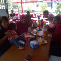 Photo taken at Roti Bakar Eddy by Linda on 4/10/2014