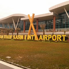Photo taken at Sultan Syarif Kasim II International Airport (PKU) by Rinaldi A. on 2/2/2013