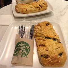 Photo taken at Starbucks by Rocklouis T. on 2/28/2013