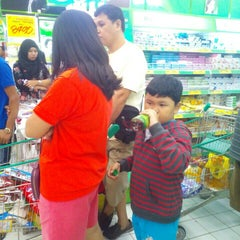 Photo taken at Giant Hypermart by Willy T. on 8/29/2015