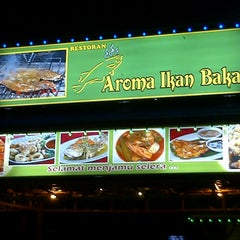 Photo taken at Aroma Ikan Bakar by Mae M. on 10/3/2013