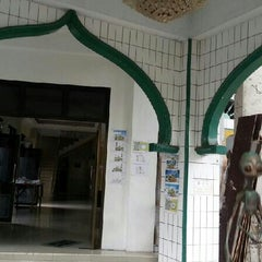 Photo taken at Masjid Miftahul Jannah by Pipin S. on 3/18/2013