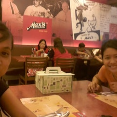 Photo taken at Max's Restaurant by Kath on 12/4/2014