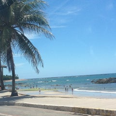Photo taken at Praia de Itapuã by Fulana B. on 12/28/2012