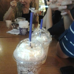 Photo taken at The Coffee Bean & The Leaf by LaJolieNaomi on 3/12/2013