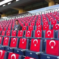 Photo taken at Ülker Stadyumu Fenerbahçe Şükrü Saracoğlu Spor Kompleksi by Rahim S. on 10/15/2013
