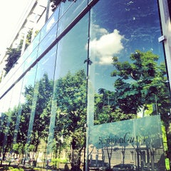 Photo taken at Fondation Cartier pour l'Art Contemporain by Dianova A. on 7/1/2013