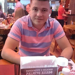 Photo taken at Madero Burger & Grill by Rodsney S. on 7/26/2015