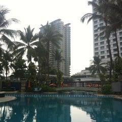 Photo taken at Shangri-La Hotel, Jakarta by Nurcihan S. on 5/1/2013