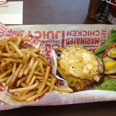 Photo taken at Smashburger by Cybil P. on 6/5/2013