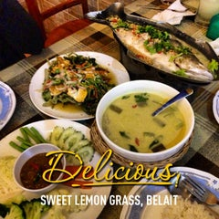 Photo taken at Sweet Lemongrass Restaurant Pandan by coyzcantona on 3/28/2013