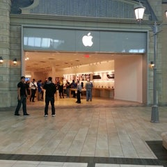Photo taken at Apple Store, Carrefour Laval by Jean-Claude B. on 10/18/2012