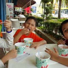 Photo taken at Tutti Frutti by Firdaus M. on 11/10/2015