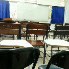 Photo taken at Universitas Hang Tuah by Danang Angga K. on 3/11/2013