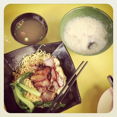 Photo taken at Wong Chiew Eating House 皇潮餐室 by Benjamin L. on 3/30/2013