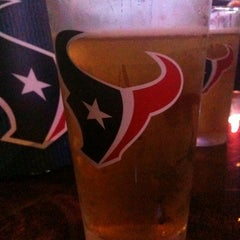 Photo taken at Tewbeleaux's Sports Bar & Grill by JmMster J. on 10/1/2011