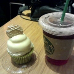 Photo taken at Starbucks by HaeRan P. on 11/6/2011