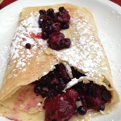 Photo taken at Crêperie Catherine by Cannin J. on 8/18/2012