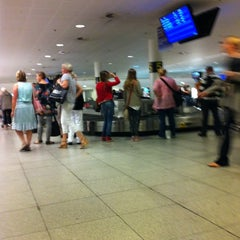 Photo taken at Bagageudlevering / Baggage Reclaim by Petra Charlotte A. on 9/26/2011