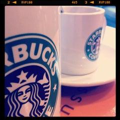 Photo taken at Starbucks by Bor on 11/24/2011
