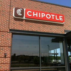Photo taken at Chipotle Mexican Grill by Teddy W. on 5/17/2012
