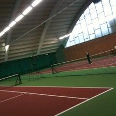Photo taken at Kronprinsens Tennishall & Tenniscenter by Ingemar P. on 1/24/2011
