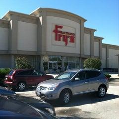 Photo taken at Fry's Electronics by Jesse G. on 8/21/2011