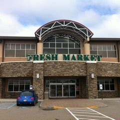 Photo taken at Fresh Market by Takuji on 3/6/2011