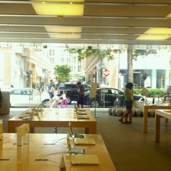 Photo taken at Apple Store, Bethesda Row by Martin B. on 5/22/2011