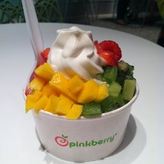 Photo taken at Pinkberry by Melissa S. on 7/1/2011