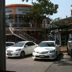 Photo taken at The Paseo (เดอะ พาซิโอ) by Thanachpong C. on 2/23/2012