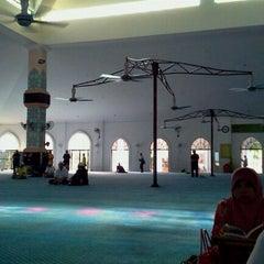 Photo taken at Masjid Al Rahimah Kuala Kubu Bharu by Asfanozika M. on 3/17/2012