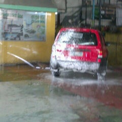 Photo taken at Grande Car Spa by Ellan Mark P. on 5/26/2012