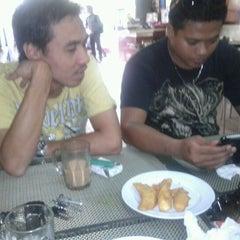 Photo taken at Restoran Ukhwah 1Malaysia by Kuali Buntal F. on 4/17/2012