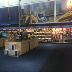 Photo taken at Best Buy by jorge M. on 6/21/2012