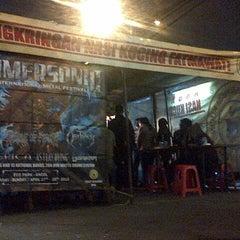 Photo taken at Angkringan Nasi Kucing Fatmawati by Matthew W. on 3/14/2013