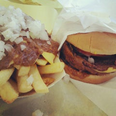 Photo taken at Original Tommy's Hamburgers by Joel L. on 9/16/2012