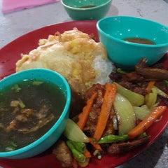 Photo taken at Maza Jungle Food Court by Saallaluna R. on 5/5/2015