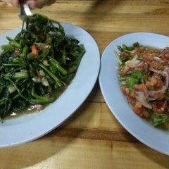 Photo taken at สิบหมื่น by ลูกชายคนที่ VIII™ on 10/11/2012