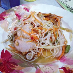 Photo taken at ท่องกี่ ภัตตาคาร (Thong Kee Restaurant) by pom527 on 10/21/2014