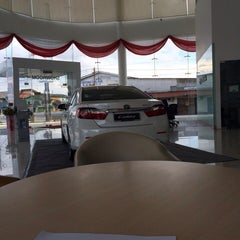 Photo taken at UMW Toyota Motor Sdn. Bhd. by Amir A. on 6/19/2014