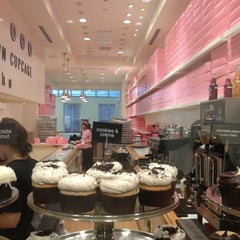 Photo taken at Georgetown Cupcake by Sunflower W. on 5/22/2013