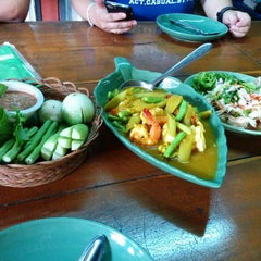 Photo taken at เรือนไม้ชายคลอง by Seadtha V. on 4/12/2014