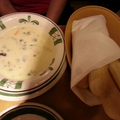 Photo taken at Olive Garden by moheet b. on 7/8/2013
