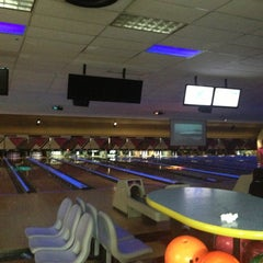 Photo taken at AMF 34th Avenue Lanes by Evelyn Y. on 7/19/2013
