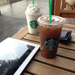 Photo taken at Starbucks by Héctor M. on 4/7/2013