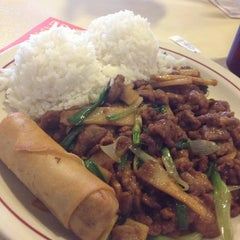 Photo taken at Gin Chinese Restaurant by Manuel Q. on 3/19/2013