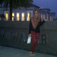Photo taken at Masjid H Bajumi Wahab by iin y. on 9/20/2013