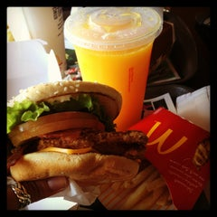 Photo taken at McDonald's by Flávia M. on 1/20/2013